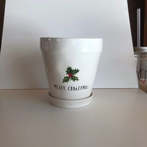 Rae Dunn Merry Christmas Pot